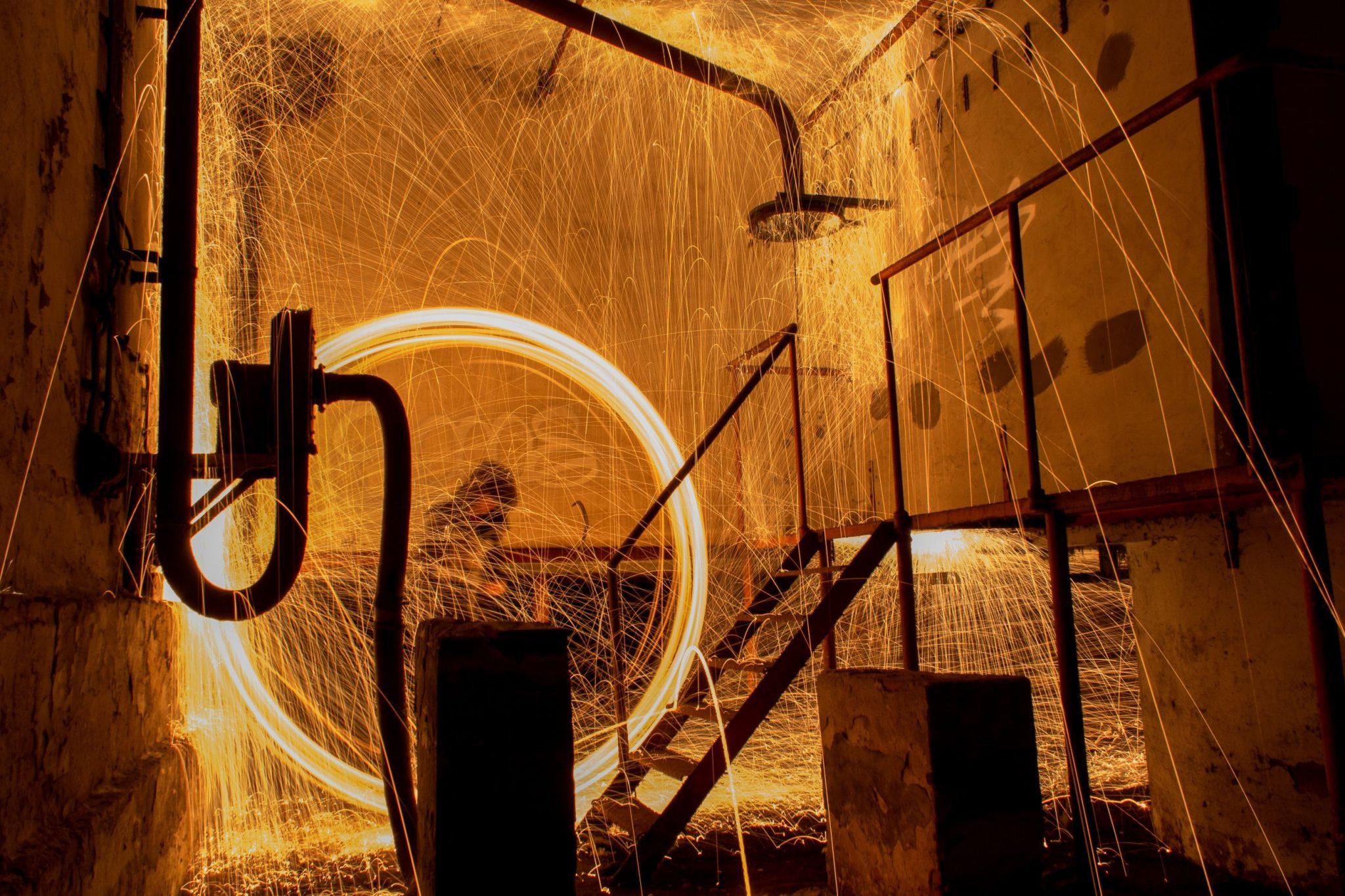 Lees meer over het artikel Fotograferen met staalwol, laat je foto's spetteren met staalwol