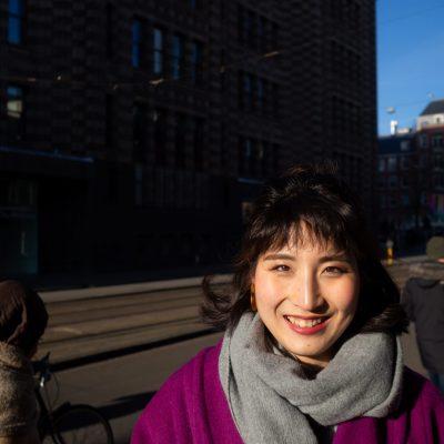 Aziatische vrouw op de Vijzelstraat